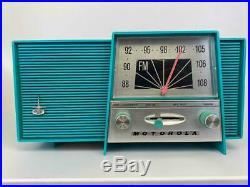 MOTOROLA B1-1 1950's Mid Century Atomic Aqua Turquoise Bakelite Tabletop Radio